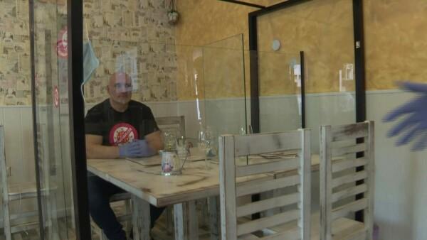 Mamparas separadoras, una alternativa para abrir bares en España