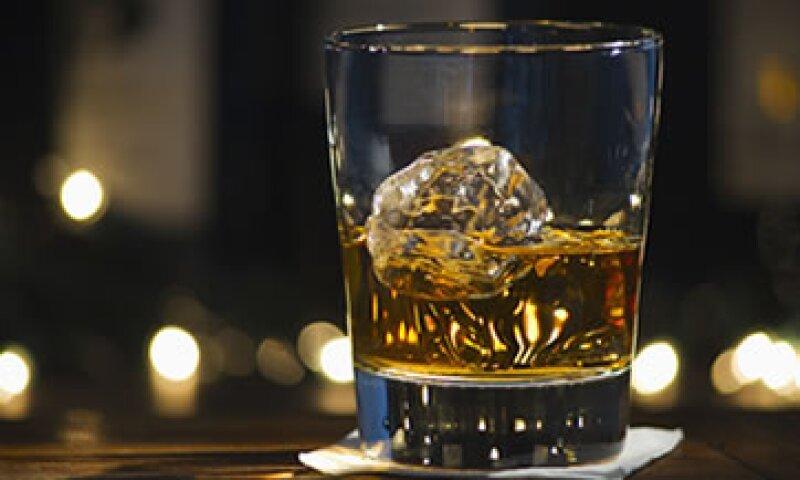 35,000 personas en Reino Unido dependen de la producción de whisky escocés para su sustento. (Foto: Archivo)