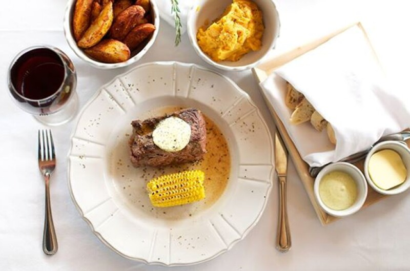 Si de cortes americanos previamente añejados en húmedo por 20 días para la calidad prime se trata, The Butchery es el lugar indicado.