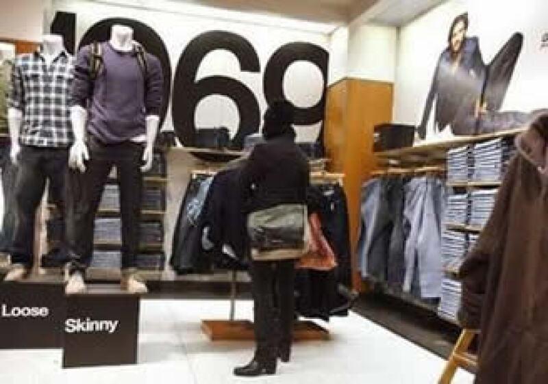 Las ventas de las tiendas estadounidenses revirtieron en diciembre la caída de 3.6% que sufrieron en el año previo. (Foto: Reuters)