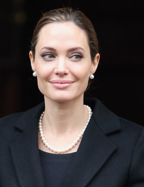 Angelina decidió quitarse los pechos para que a sus hijos no les falte su mamá.