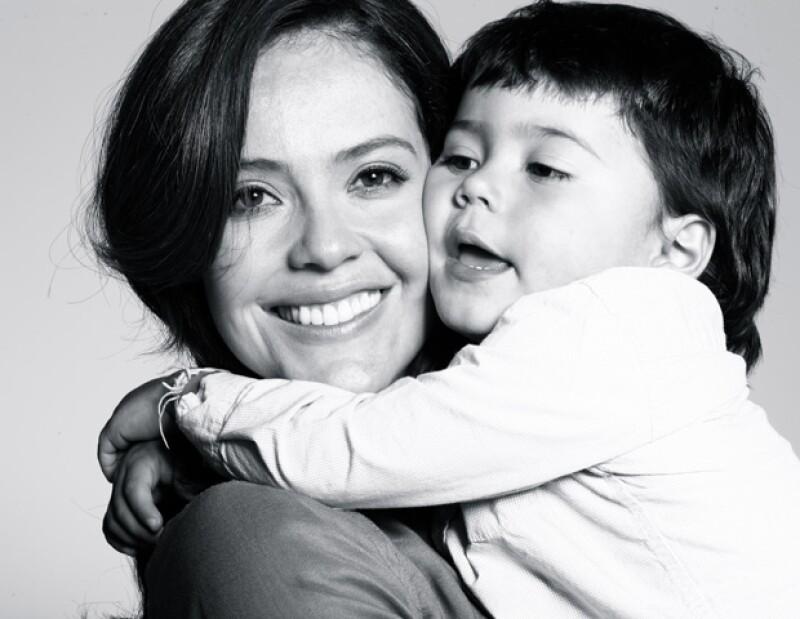 La actriz colombiana habló sobre su rol de mamá y mujer trabajadora. No es fácil pero trata de darle calidad de tiempo y sobre todo amor al pequeño Baltazar.