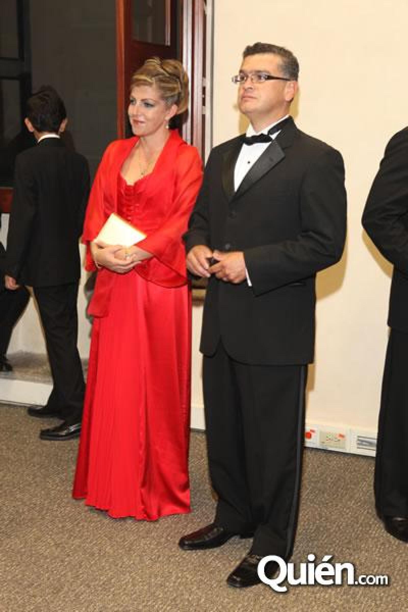 Larissa Ochoa,Rafael Almazan