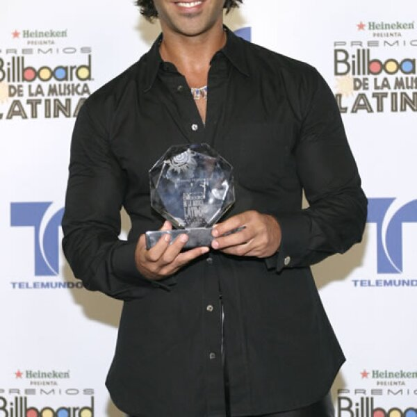 En 2004 recibiendo un premio Billboard a la música latina.