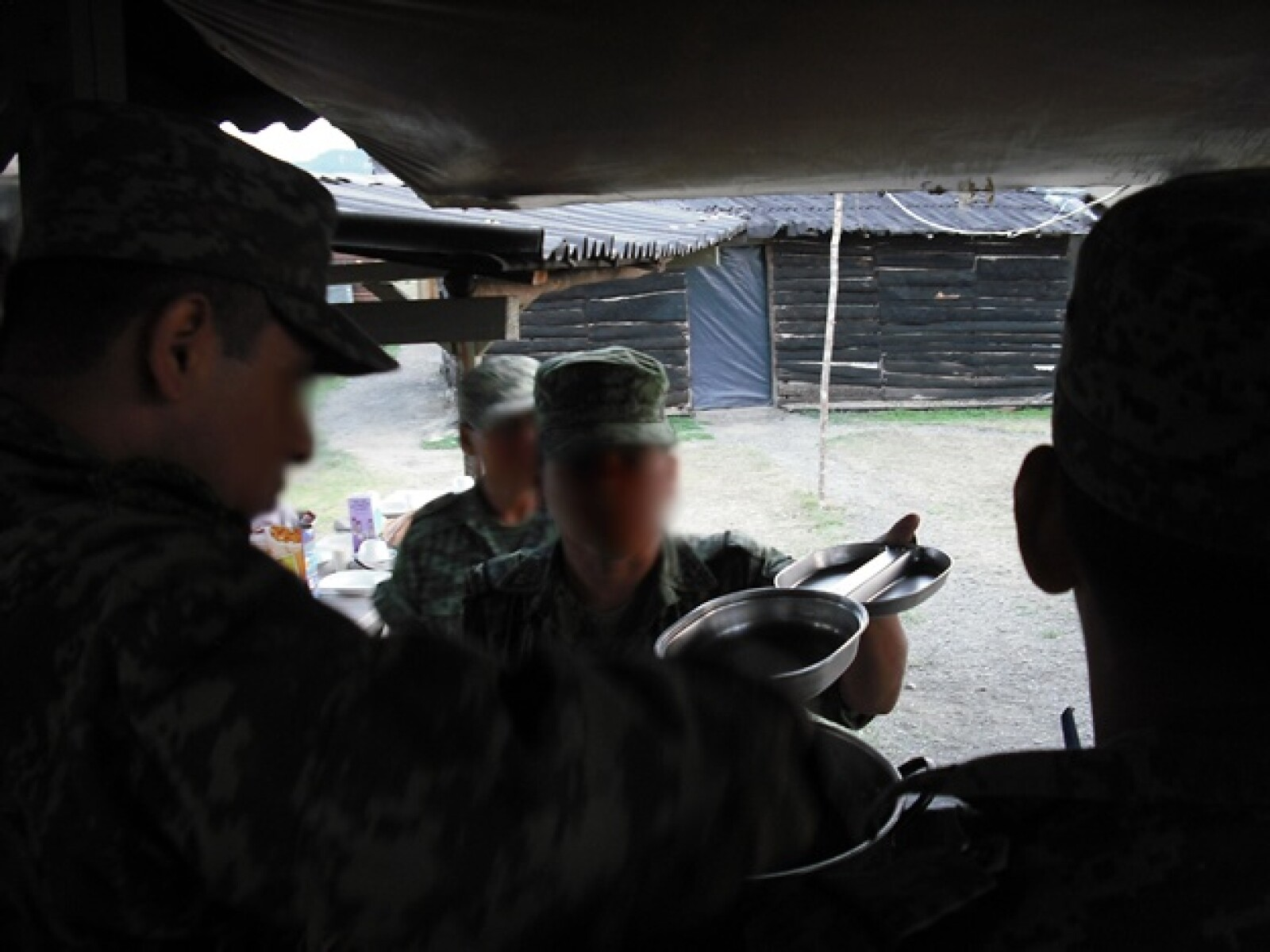 Por más de tres meses, los batallones permanecen desplegados en la Huasteca; alejados de sus familiares, los soldados realizan sus actividad
