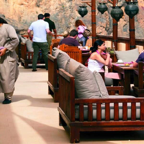 5)En el hotel Evason Ma'in se puede reservar un lugar en la mesa comunal para una cena estilo beduino a la sombra de un olivo o una tienda de campaña.