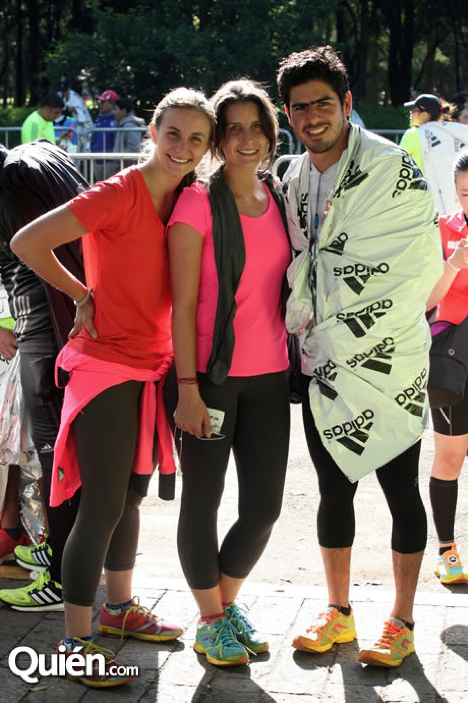 Paulina y Ana Villa con Rodrigo León