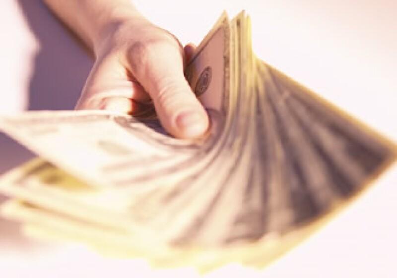 Antes de dar un préstamo a algún familiar, evalúa si cuentas con las reservas necesarias en caso de que no pague. (Foto: Jupiter Images)