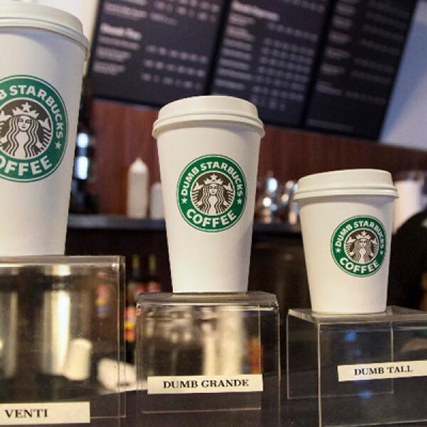 Starbucks pidió a la cafetería, ubicada en un pequeño centro comercial, dejar de usar su imagen ya que está protegida.