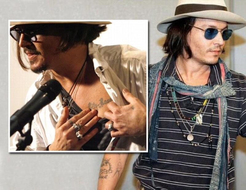 Johnny Depp lleva tatuado el nombre de sus hijos.