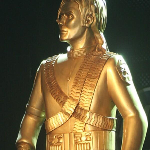 Como uno más de los tantos tributos póstumos a Michael Jackson, una estatua en su honor realizada por el escultor Daniel Soto, estará en exhibición durante agosto en el Paseo de la Reforma.