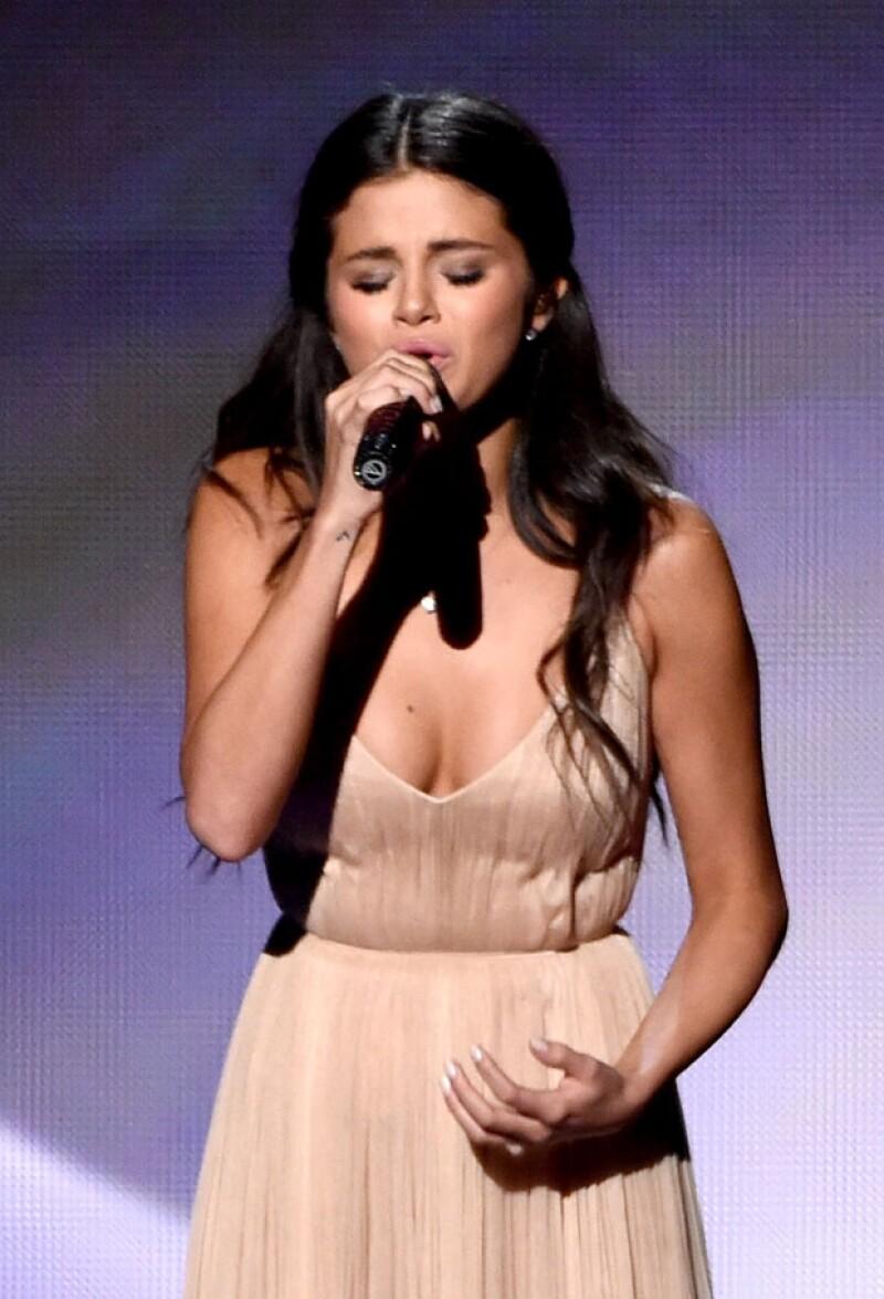 Durante su show, la intérprete tuvo que contener el llanto.