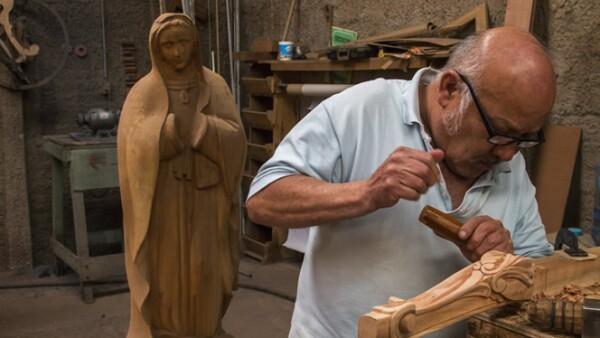 En Guadalajara hacen esculturas eclesiásticas para las actividades del máximo representante de la iglesia.