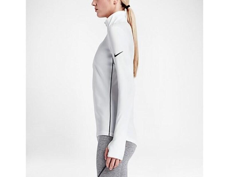 El Pro Hyperwarm Half Zip es de Nike.
