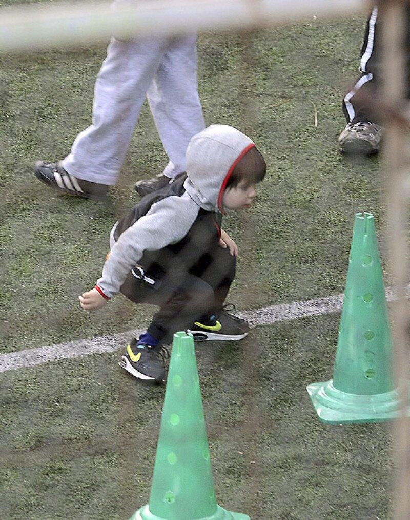 Apenas cumplió tres años de edad y el pequeño hijo de Shakira y Gerard Piqué ya demuestra sus habilidades en la cancha.