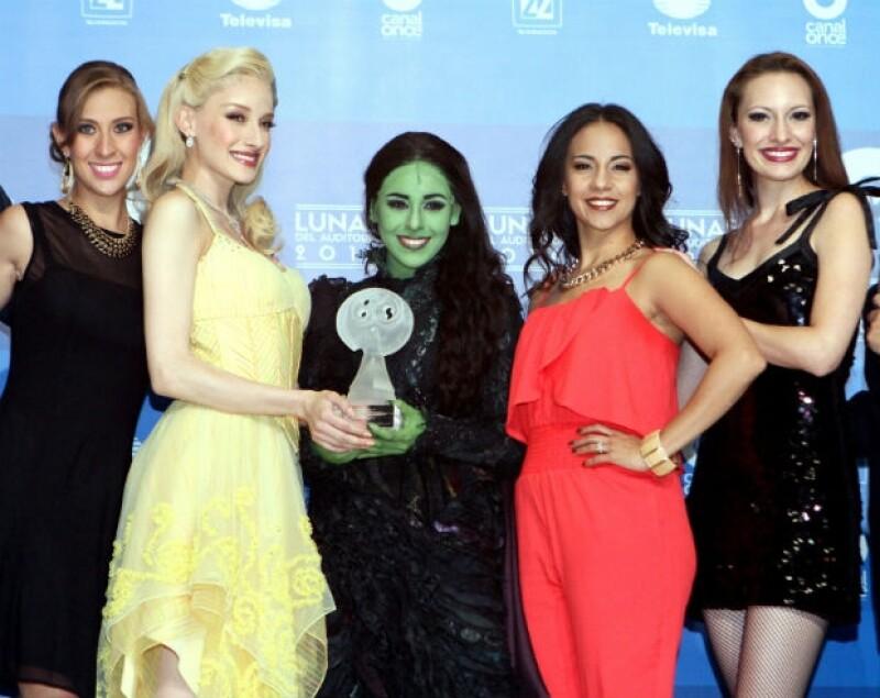 """Las brujas de """"Wicked"""" muestran su recién ganada Luna del Auditorio."""