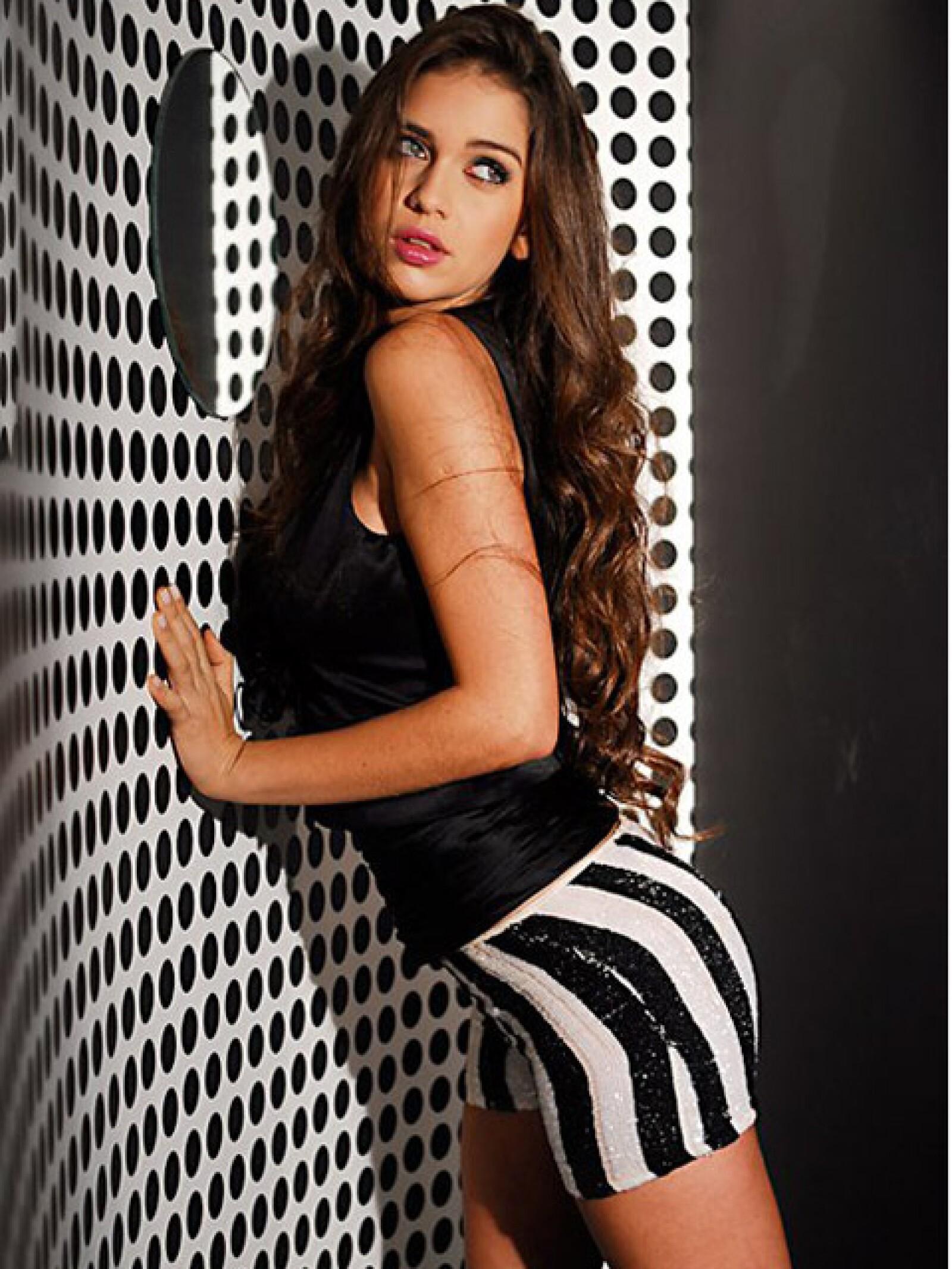 A la ex de Forlán no deben decirle cómo seducir a la cámara.