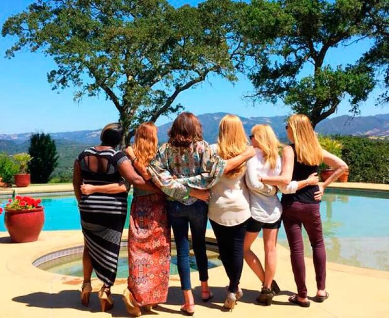 Quien fuera conocida como Bruce Jenner publicó la primera fotografía de su vida como mujer, en la que aparece divirtiéndose con sus amigas.