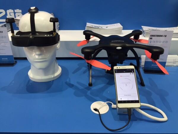 Drones ligados a visores de realidad virtual de la marca Chang