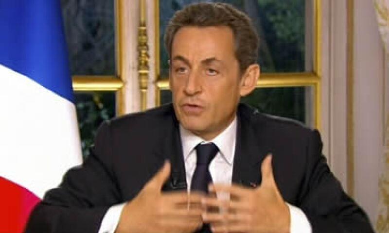 Sarkozy otorgó una rara entrevista televisada para explicar el plan acordado la noche previa en Bruselas contra la crisis de la zona euro. (Foto: AP)