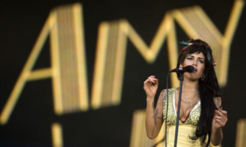 Amy Winehouse recibió cinco premios Grammy por su disco