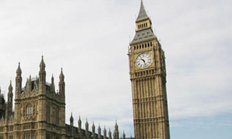 El reloj está en una torre de 96 metros de altura que fue terminada en 1859. (Foto: AP)