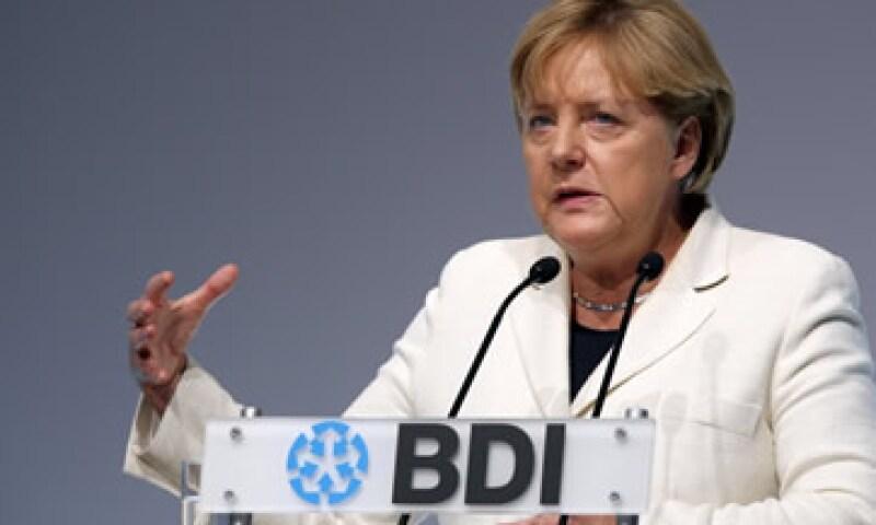 Merkel busca que el Congreso apruebe aumentar el fondo de rescate europeo, pero su ministro de finanzas se opone. (Foto: Reuters)