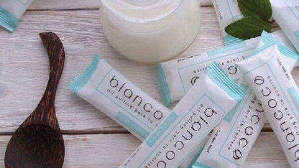Tras muchas pruebas de imagen y laboratorios, cuatro apasionadas del mundo de lo natural crearon Blancoco, la alternativa perfecta y accesible para el blanqueamiento dental que está en boca de todos.