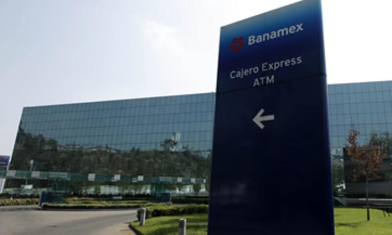 Banamex era el único banco de los más grandes del país que en lugar de pagar dividendos a sus inversionistas, reinvertía sus utilidades. (Foto: AP)