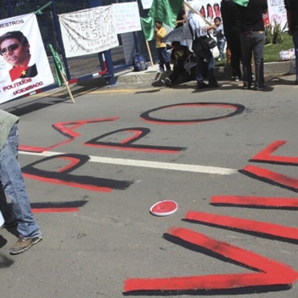 manifestacion durante el primer informe de gobierno