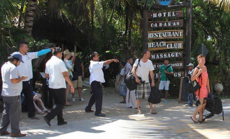 Durante el desalojo de uno de los cuatro hoteles.