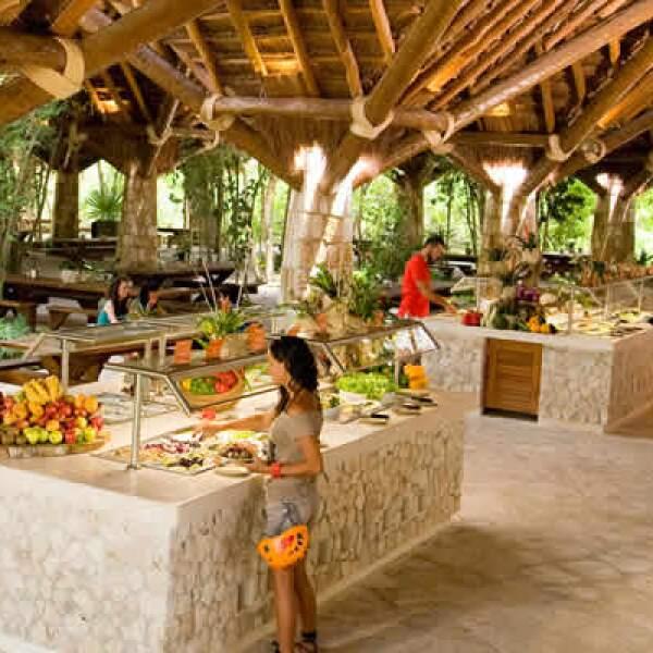 Cuentan también con servicio de comida típica e internacional, lista para sus visitantes.