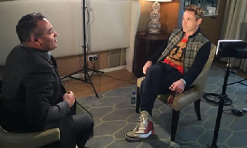 El actor minutos antes de terminar con la entrevista. (Foto: Twitter/Krishnan Guru-Murthy )
