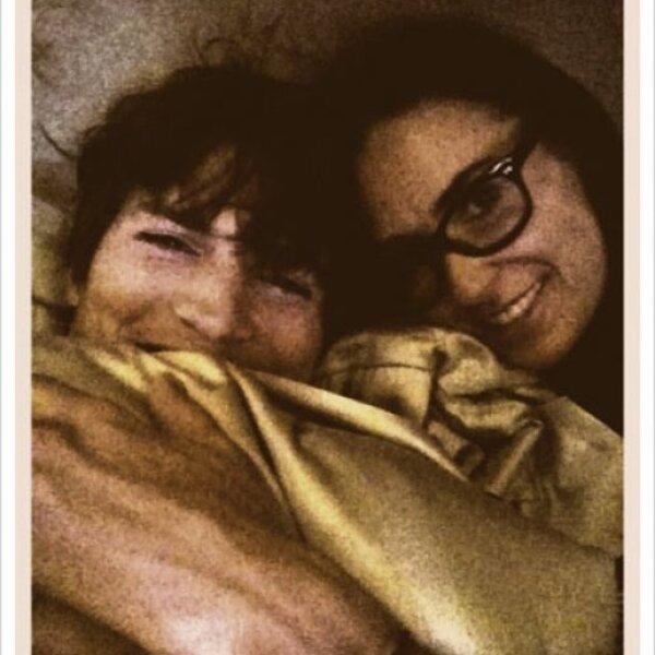 Disfrutando de su aniversario de bodas, Ashton y Demi se la pasaron en la cama.