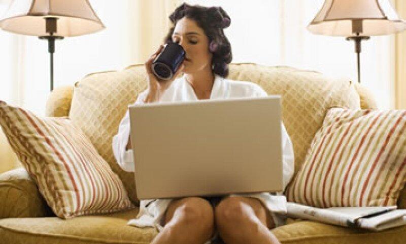 Laborar desde casa también tiene desventajas: los empleados terminan trabajando más horas que en una oficina y se debe ser más organizado para no tener distracciones. (Foto: Thinkstock)