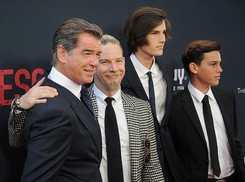 Sean, Dylan y Paris acompañaron a su papá a la premiere de No Escape.