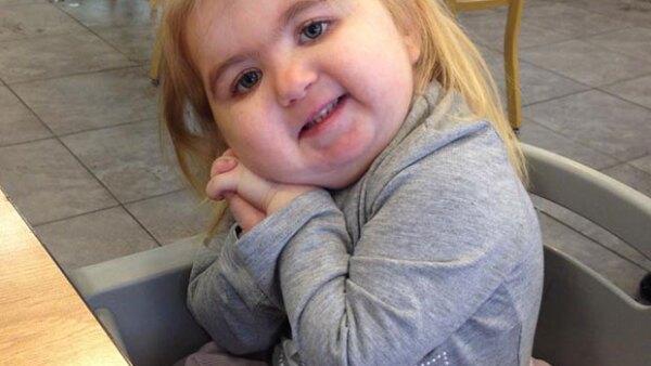 Esta niña de cuatro años es una sensación en redes sociales gracias a su talento para cantar y bailar, y de muestra que su enfermedad no es un impedimento para vivir feliz.