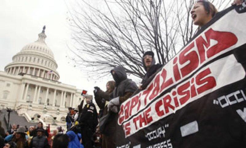 Los legisladores de EU inician este martes sus debates en medio de protestas de los integrantes de Occupy Wall Street. (Foto: Reuters)