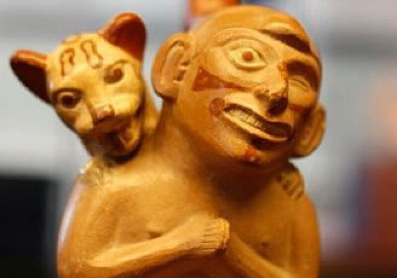 Criatura con atributos sobrenaturales o felino desmembrado, parte de la exhibición -Sexo, muerte y sacrificio- (Foto: AP)