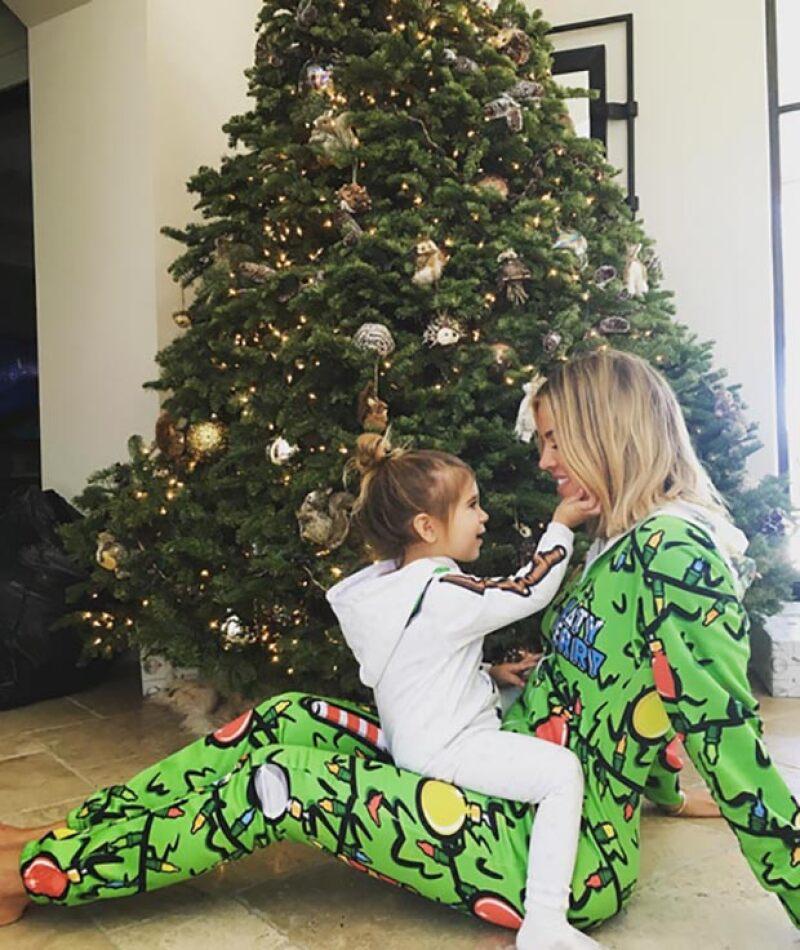 Parece que Khloé se ha refugiado en su familia tras su rompimiento y ha publicado numerosas fotos con ellos. Aquí aparece con su sobrina Penelope.