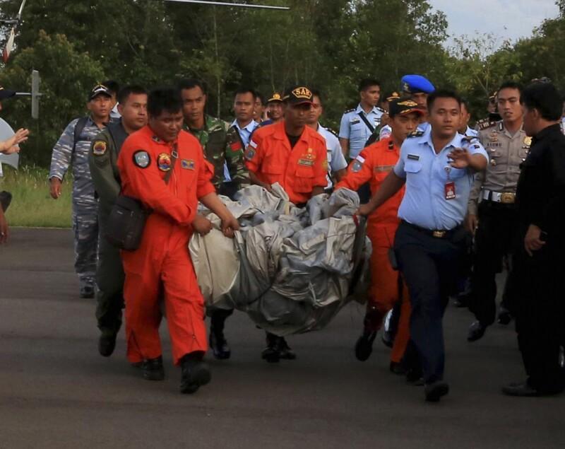 La armada dijo que había recuperado 40 cadáveres hasta el anochecer. (Foto: Especial)