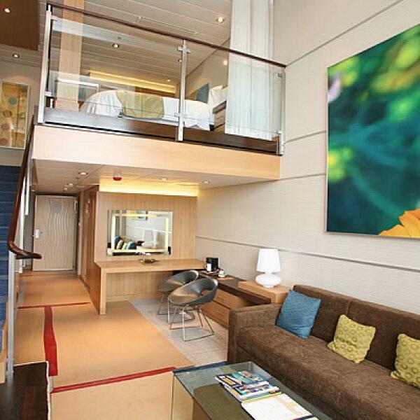En tu viaje podrás hospedarte en alguno de los lujosos camarotes que tienen un costo por 7 días de 1,299 a 7,159 dólares, dependiendo si es una habitación normal o una suite con balcón.