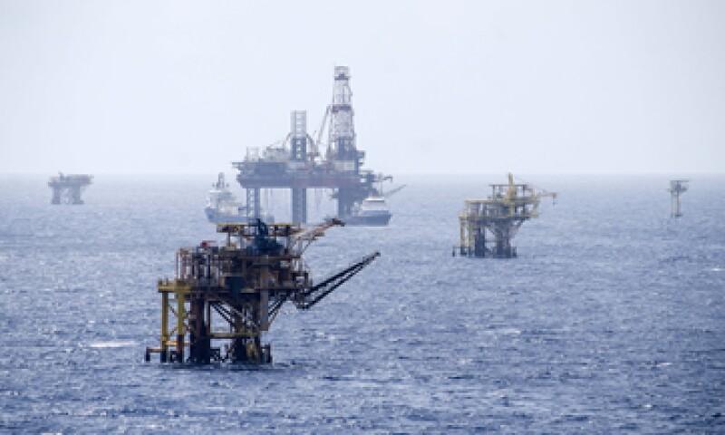 Otros factores  de la baja fueron una menor producción de petróleo y gas natural. (Foto: Cuartoscuro)