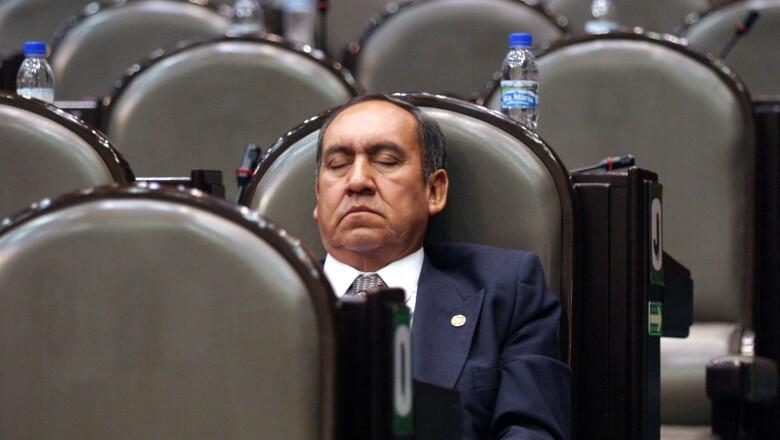 Este diputado fue captado 'in fraganti'  en plena sesión.