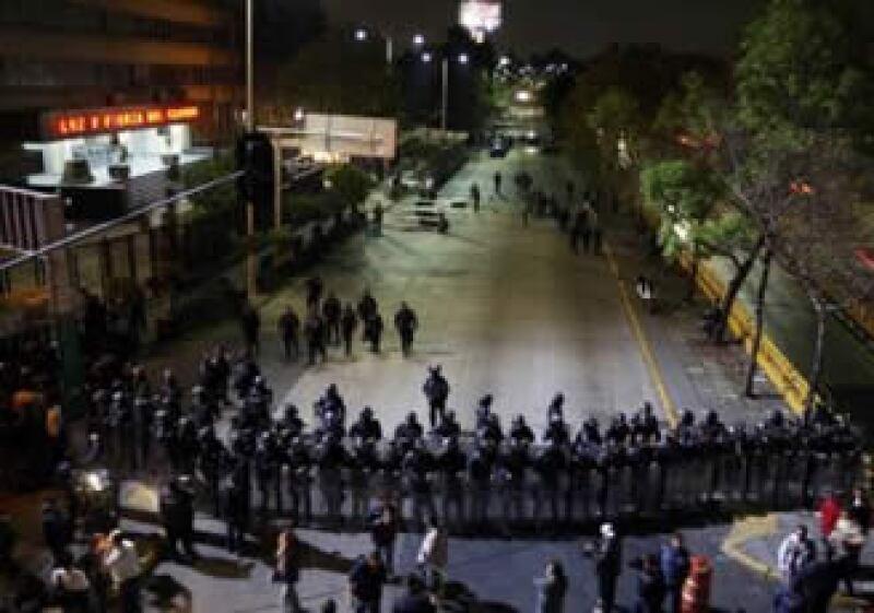 Elementos de la PF cercaron las instalaciones de la Compañía de Luz y Fuerza del Centro. (Foto: Reuters)