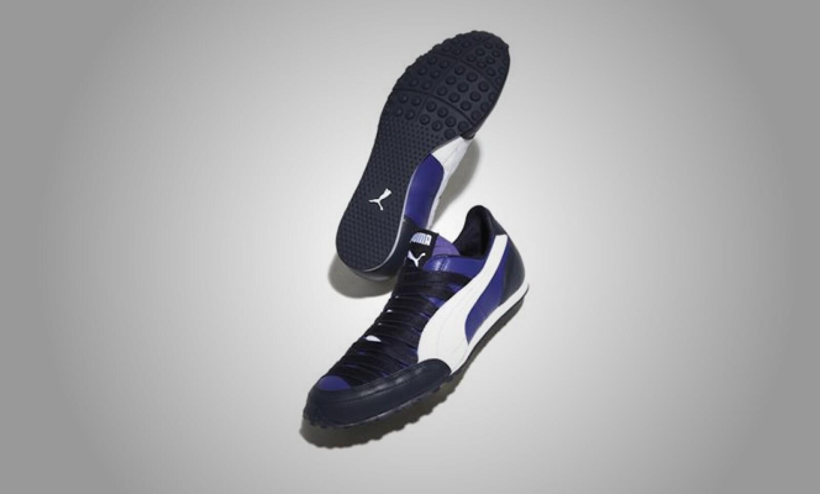 Tenis que combinan el estilo y materiales sintéticos que se amoldan al pie del corredor.
