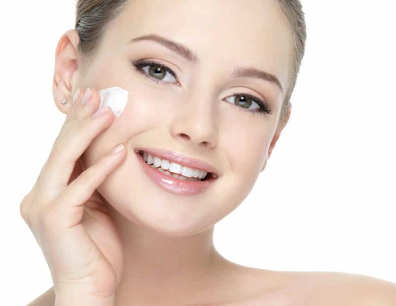 Después de lavar tu piel, hidrátala para evitar que se reseque.