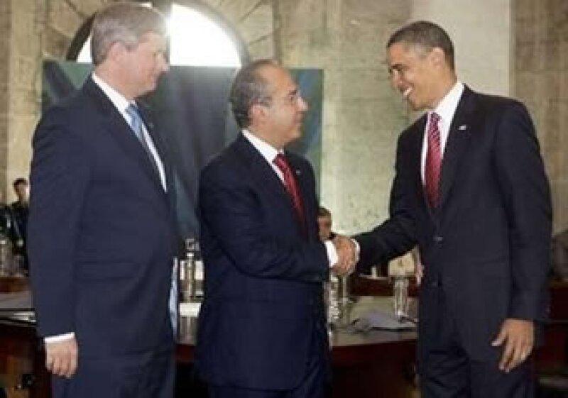 Los dirigentes de Canadá, Stephen Harper (izq.); México, Felipe Calderón (centro) y EU, Barack Obama; se reunieron en Guadalajara. (Foto: Reuters)
