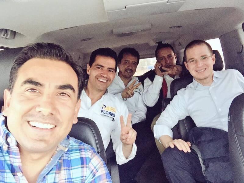 El candidato y su equipo se tomaron una fotografía con el dirigente nacional panista.