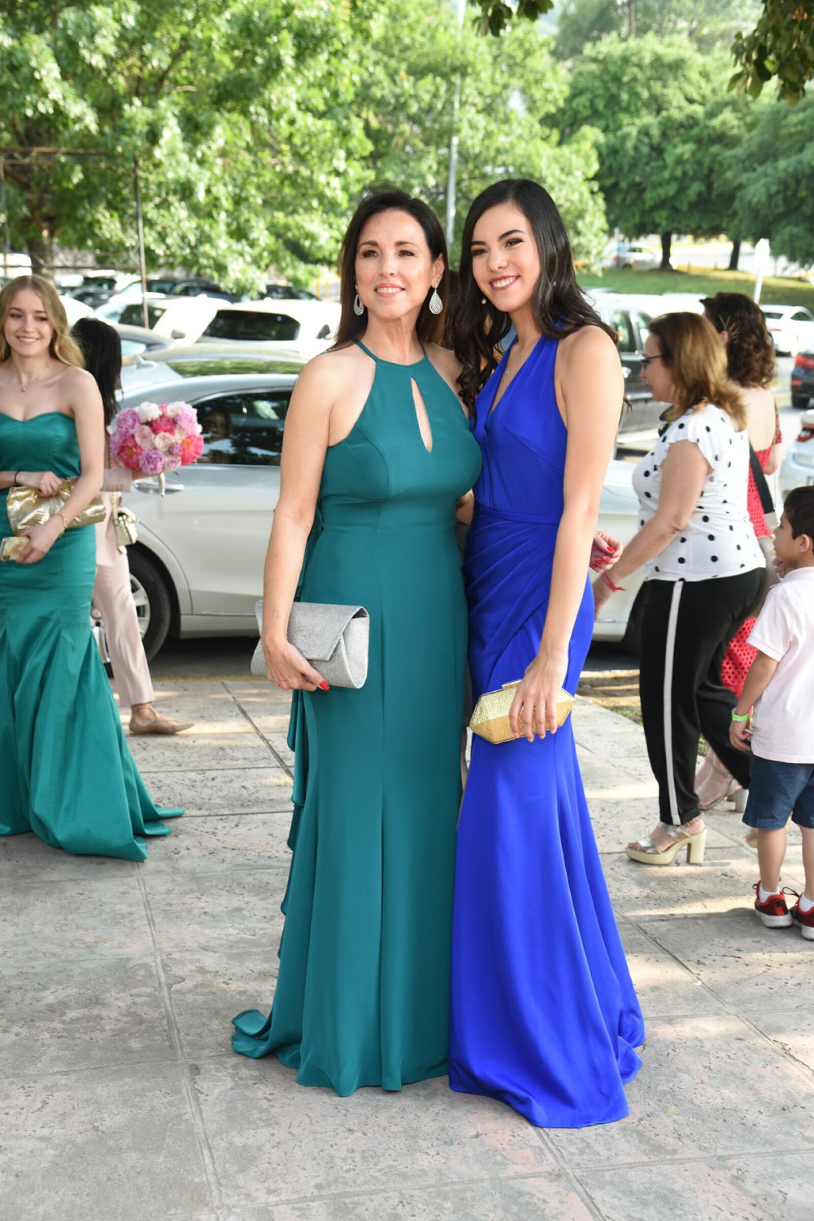 Lorena Medellin de Charur y Erika Charur.jpg